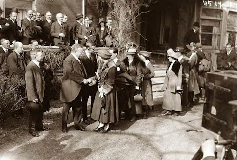 Roosevelt greeting women to his home