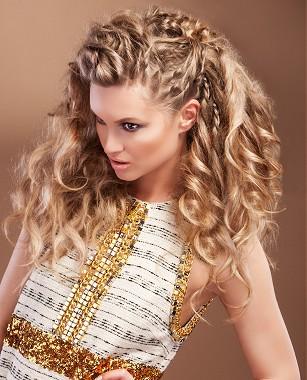 Peinados para chicas con pelo rizado