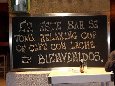 Utilizando la frase en un bar de Madrid, relaxing cup of café con leche