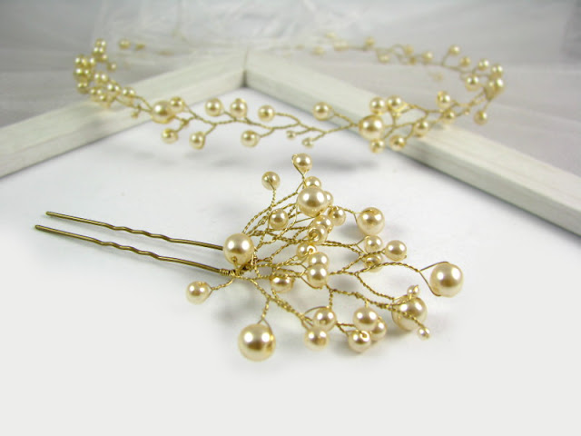 Kokówka oraz tiara z perłami Airy.