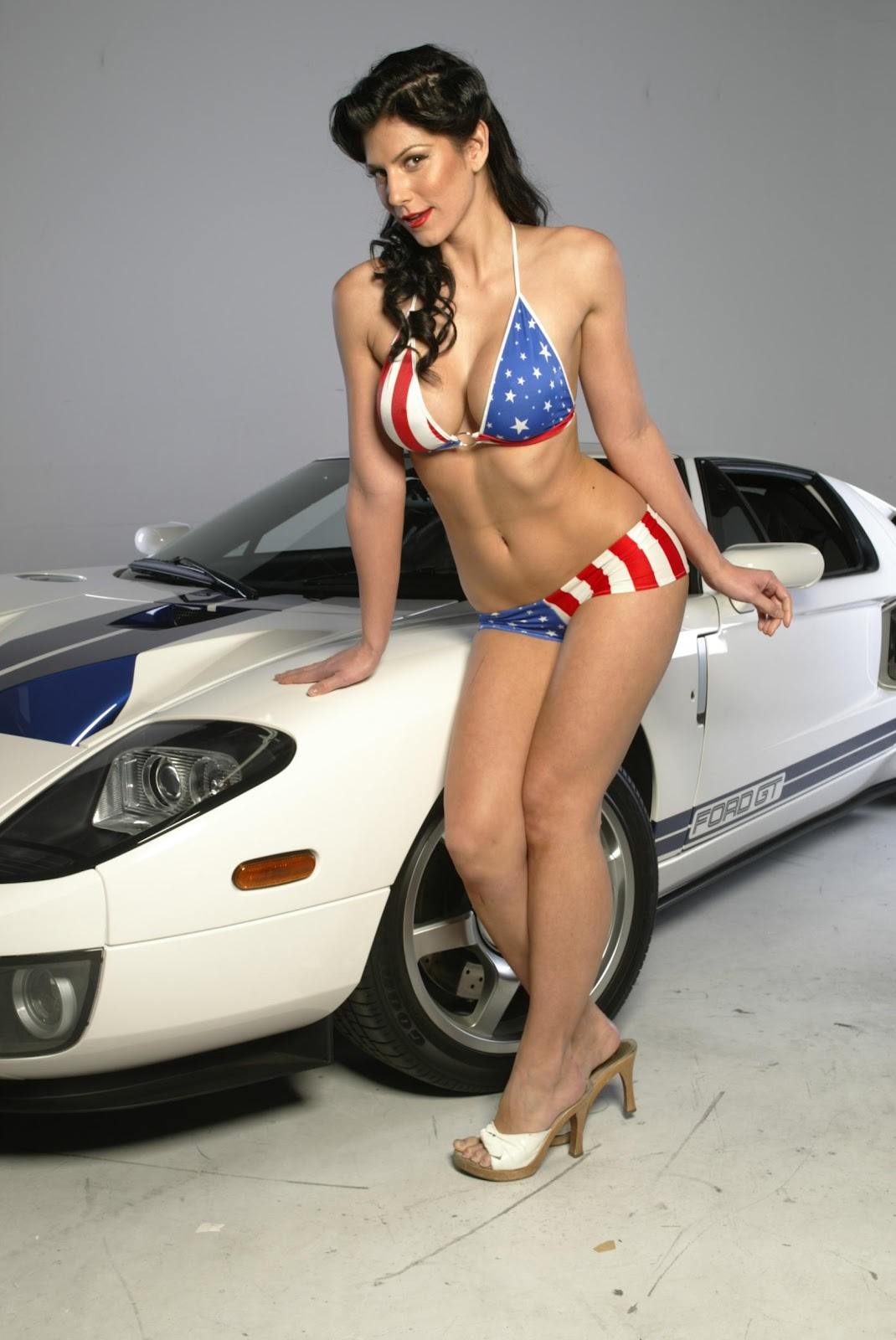 Girls And Ford Mustang