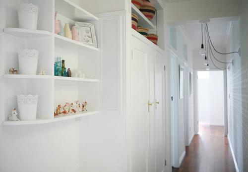 Hành lang căn hộ trước và sau khi thay đổi
