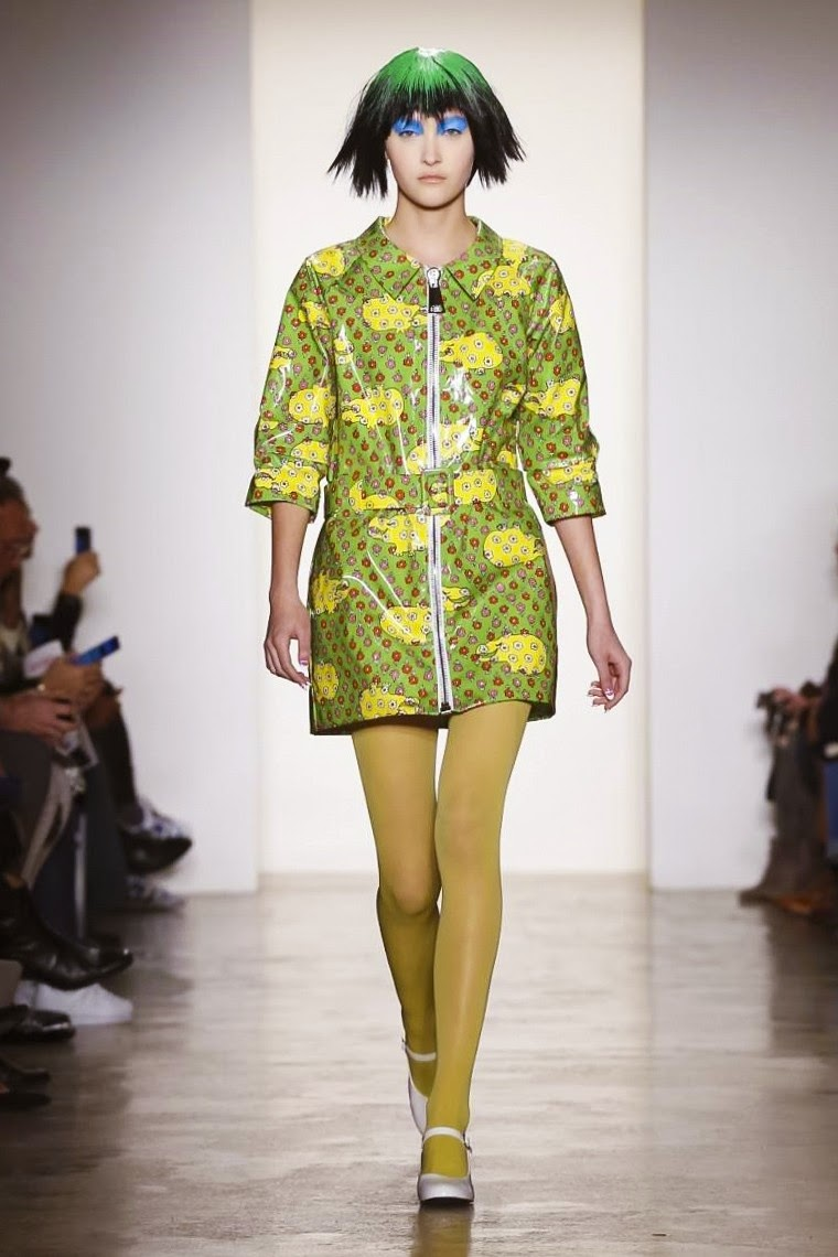 Jeremy Scott AW15, Dsquared FW15, Jeremy Scott Fall Winter 2015, Jeremy Scott Autumn Winter 2015, Jeremy Scott, du dessin aux podiums, dudessinauxpodiums, jeremy scott clothing, jeremy scott sneakers, jeremy scott jacket, jeremy scott shop,  blogs de moda, dresses, tunique femme, vetements femmes, fashion tops, womens fashions, vetement tendance, fashion dresses, ladies clothes, robes de soiree, robe bustier, robe sexy, sexy dress