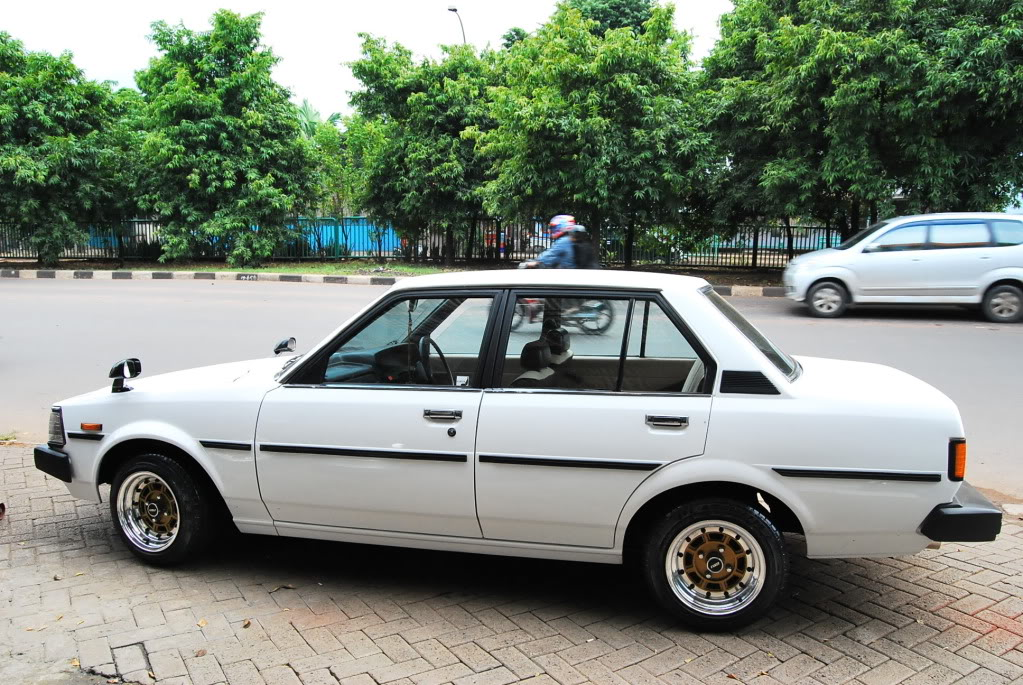 Corolla Dx Retro