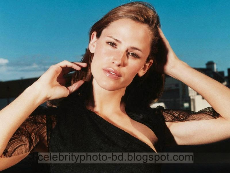 Jennifer+Garner+Latest+Hot+Photos+With+Short+Biography002