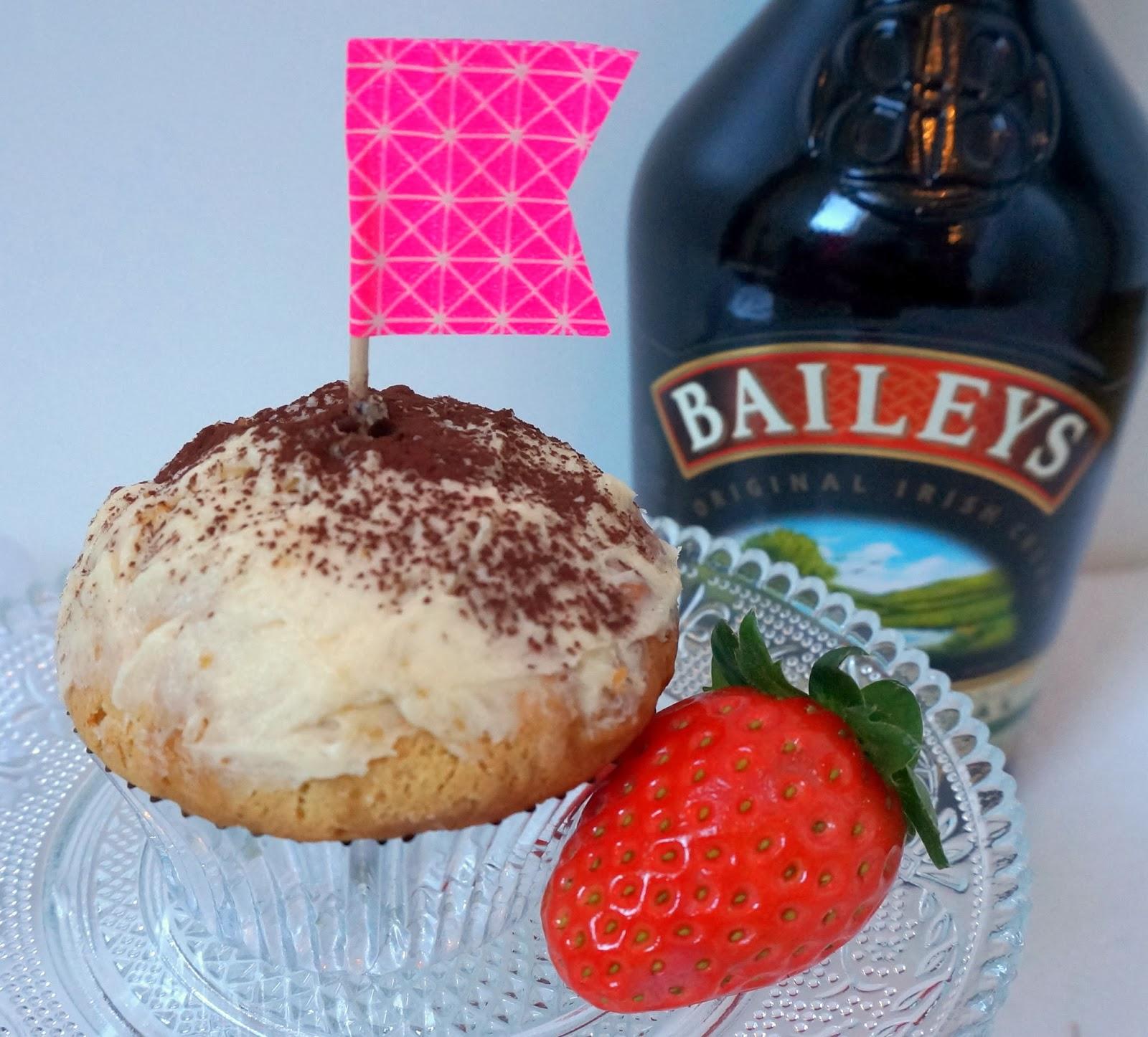 Baileys du de leche trés leche Cupcake Cupcakes Erdbeere