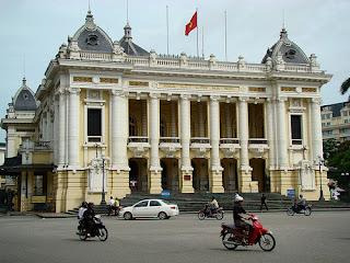 Trang Tien street- opera house