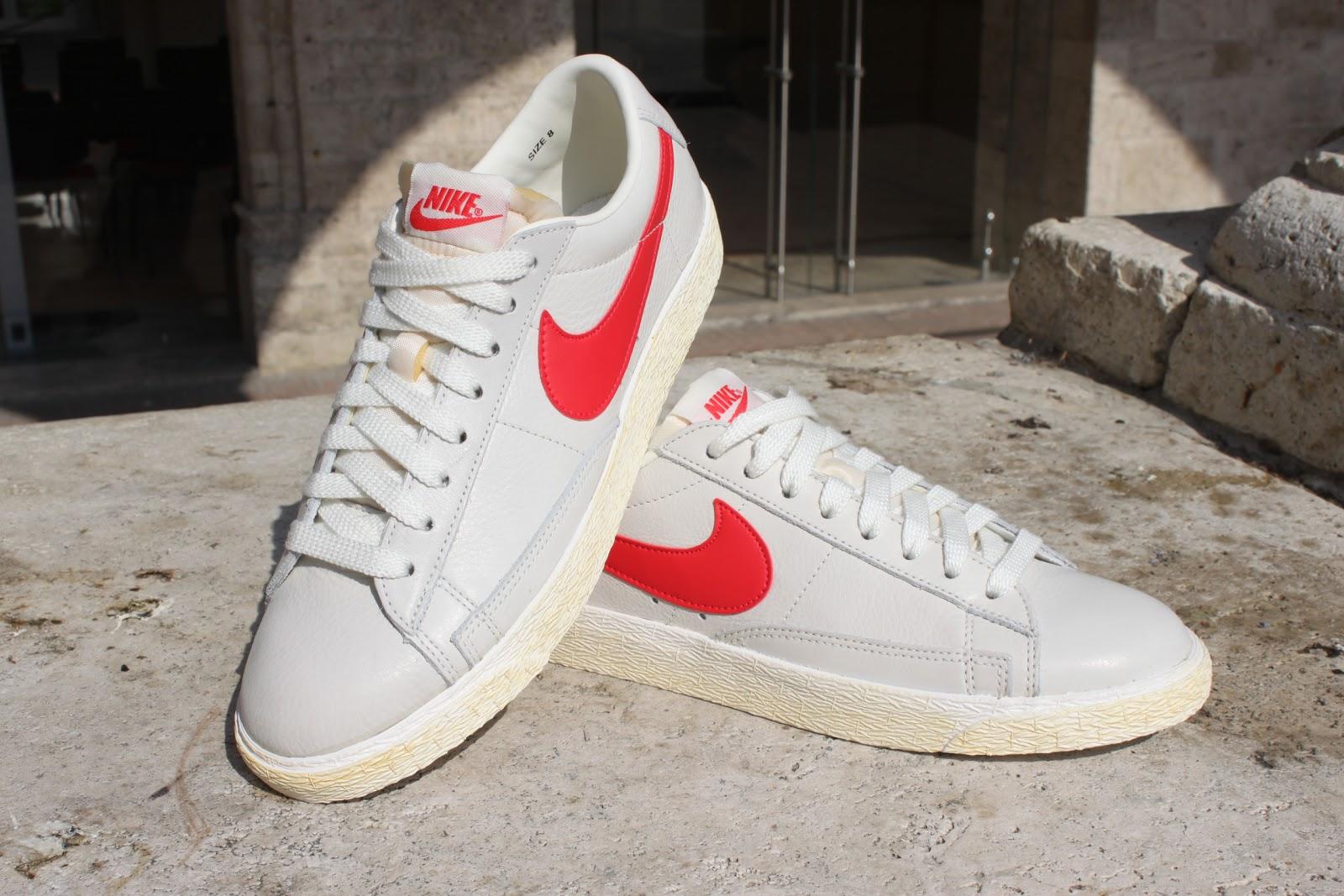 scarpe nike bianche baffo rosso