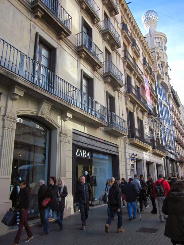 SHOPPING IN BARCELONA  CARRER PELAI ~ Beautiful places of Barcelona ... f4e12611c05