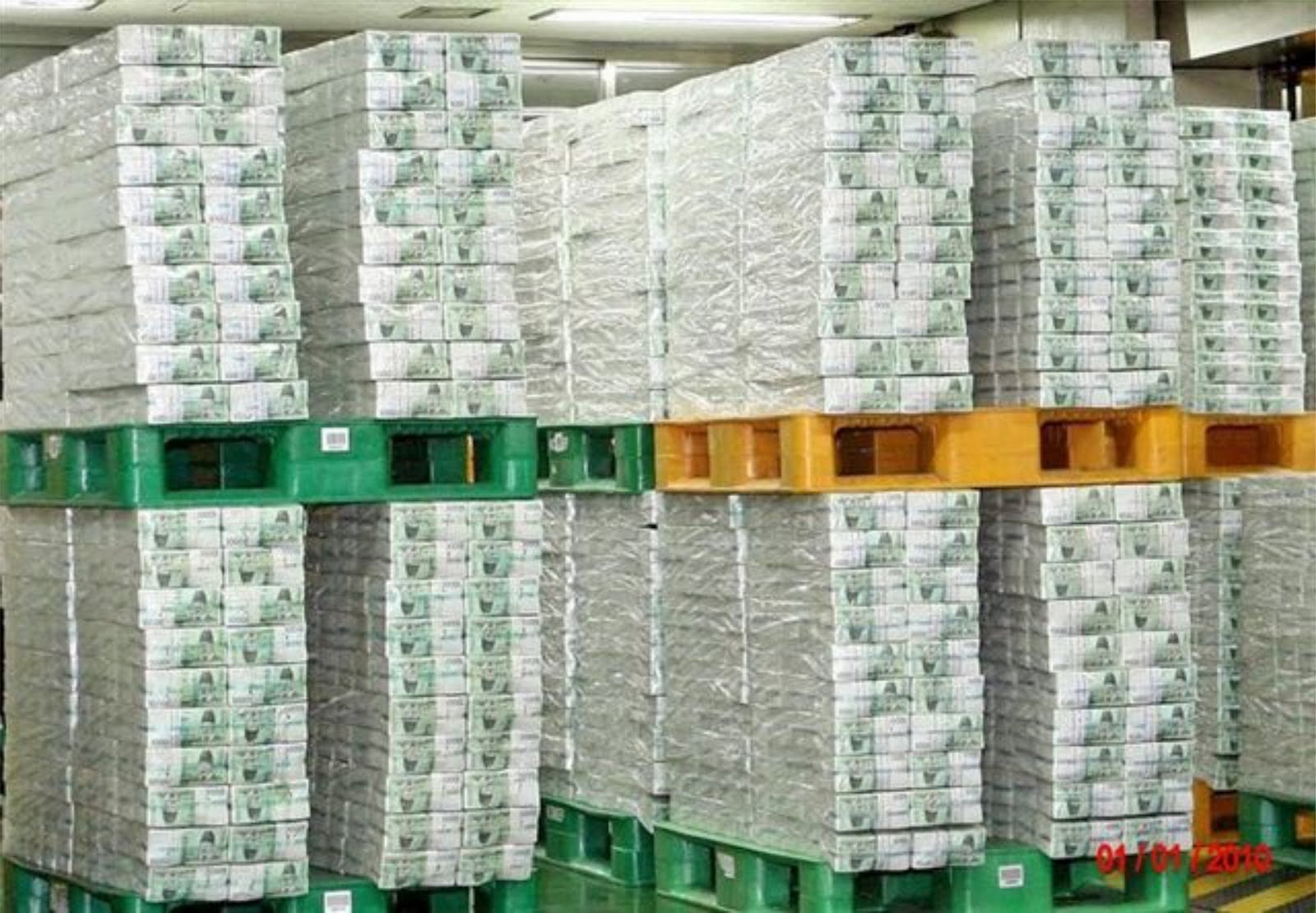 Picture pallets piled with us dollar bills the world global