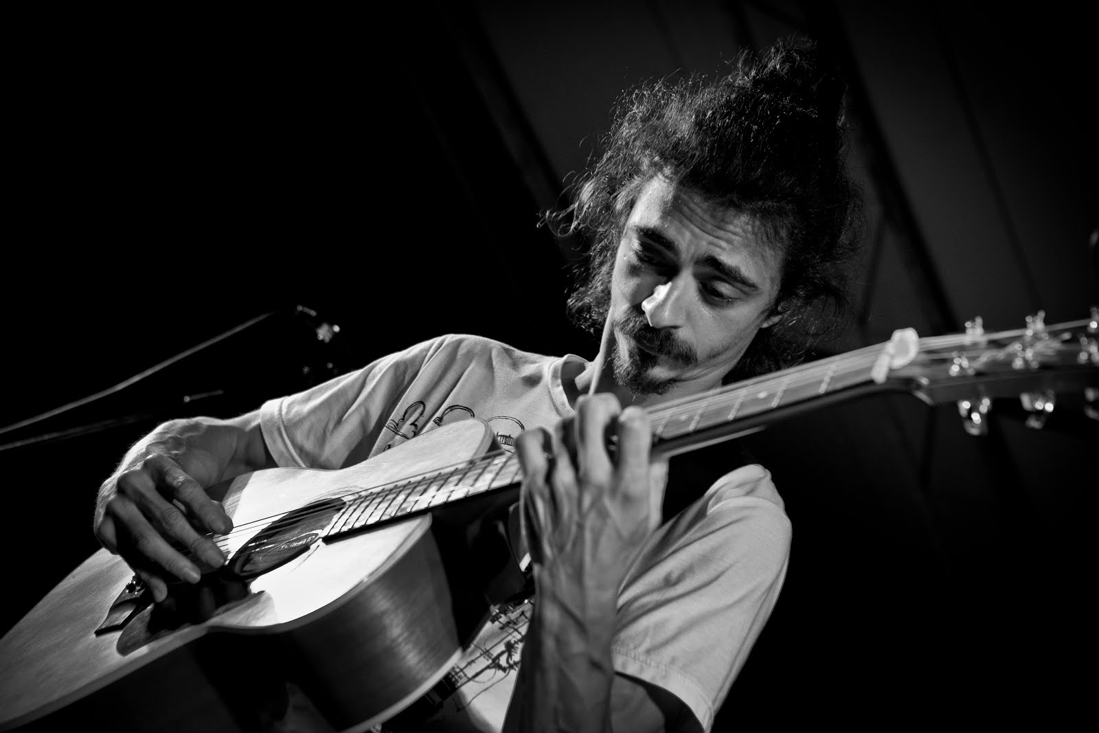 Lorenzo Niccolini Fingerstyle Guitar in concerto - Video & Photogallery