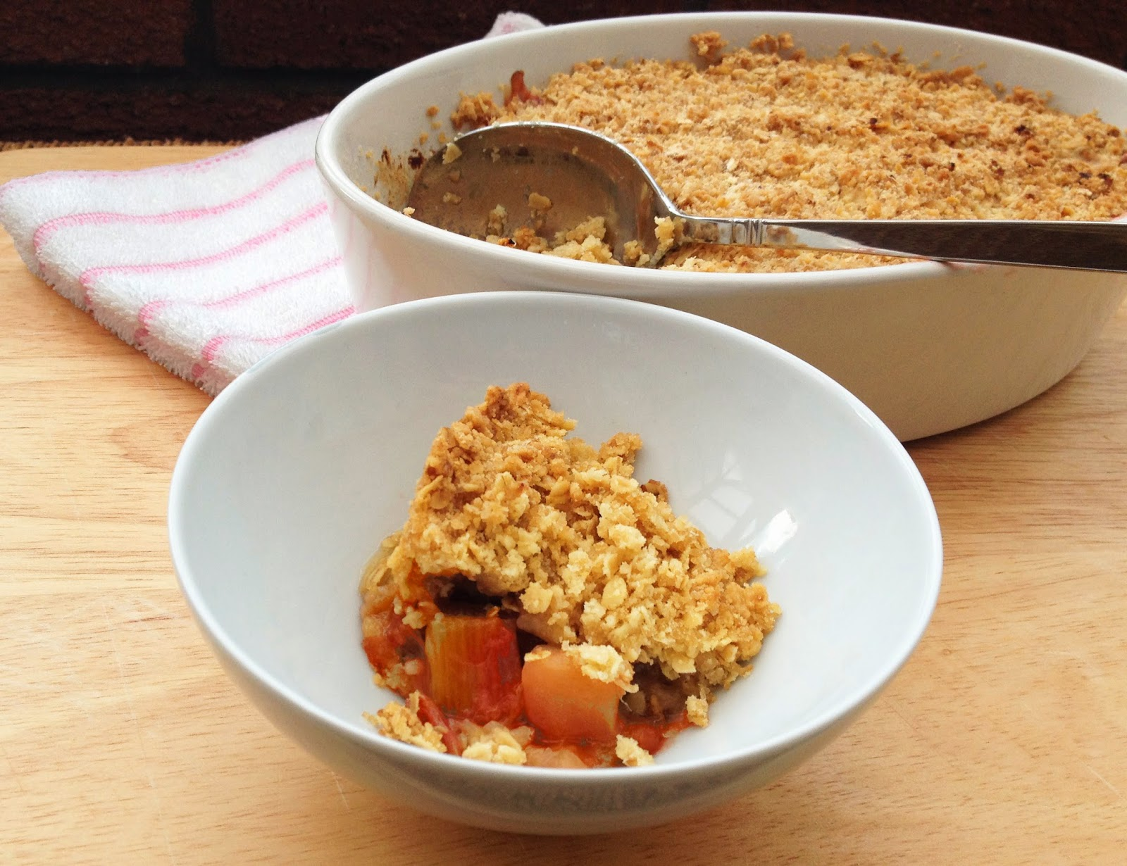 rhubarb apple ginger crumble