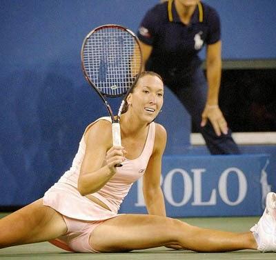 smešna slika: Jelena Janković špagata na teniskoj utakmici