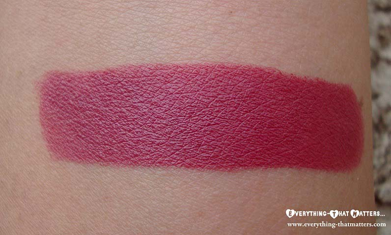 MAC+Amorous+Lipstick+Swatch+Review+LOTD+And+FOTD