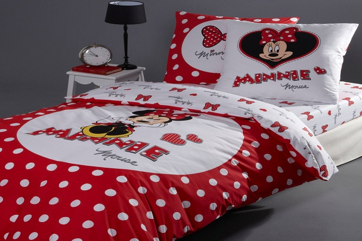 des chambres coucher minnie mouse pour fille b b et. Black Bedroom Furniture Sets. Home Design Ideas