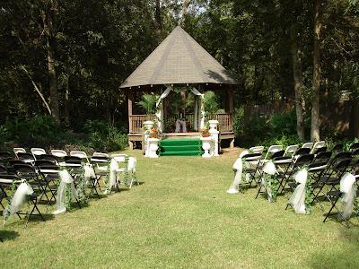 http://2.bp.blogspot.com/-eKWEanEnG9U/TlVaV9QF6bI/AAAAAAAAAbM/596UnXSbcnc/s400/outdoor-wedding-chair-decorations.jpg