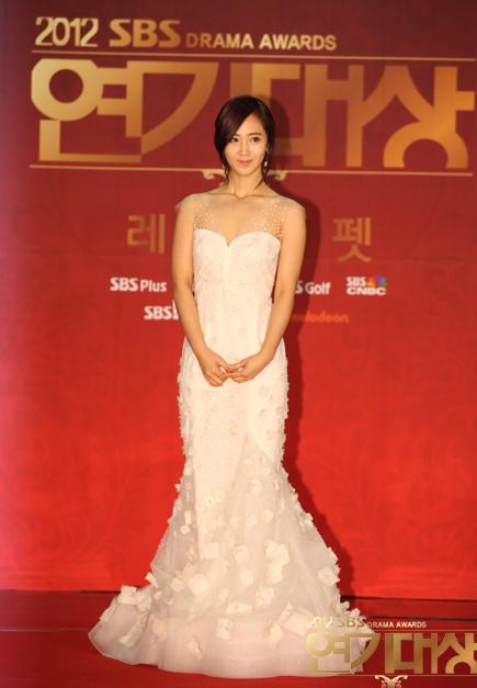 Yuri en los SBS Drama Award 2012 Snsd+yuri+sbs+drama+awards+2012+(4)