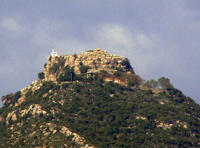 Βουνό ή ένα αρχαίο οικοδόμημα τεραστίων διαστάσεων;