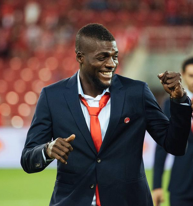 Footballer John Ogu proposes to GF on the pitch (adorable photos)
