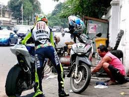 Gambar_Lucu_MotoGP_nyasar