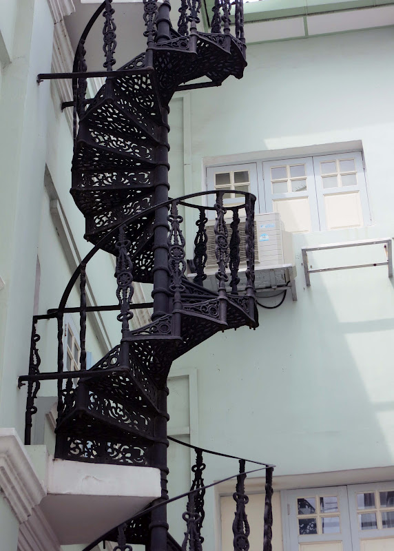 Wrought iron spiral staircase - Spiral staircase wrought iron ...