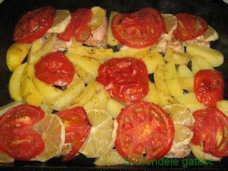 pui cu cartofi lamaie si rosii