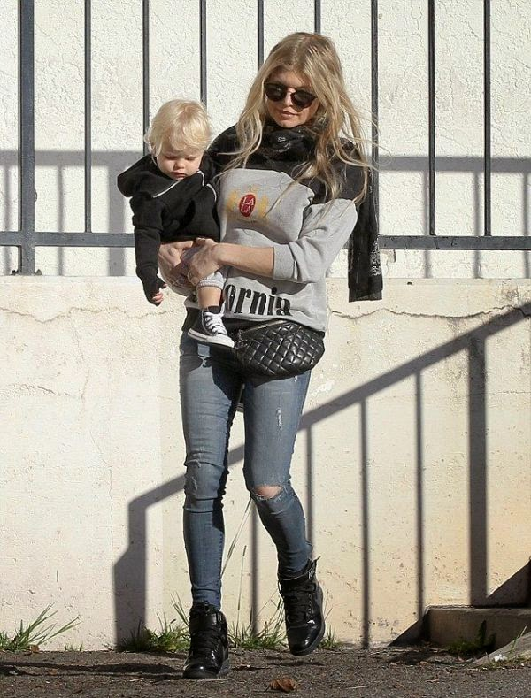 In another family fun, the 39-year-old brought her family members to Circuit Works as she designed her look in a grey jeans at Santa Monica, CA, USA on Saturday, December 27, 2014.