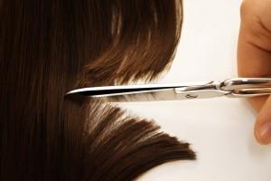 Sognare di tagliare i capelli a qualcuno