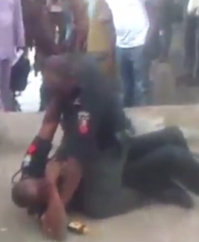 Photos: Two policemen fight in public  4