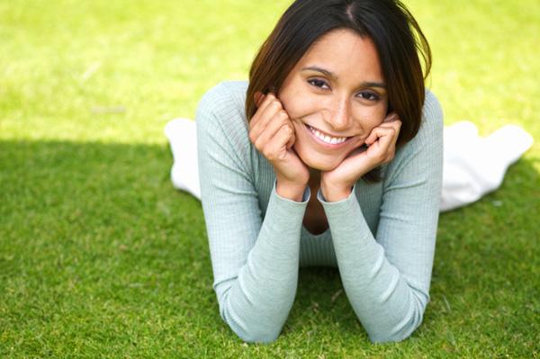 happy woman Чому не усі жінки хочуть заміж?