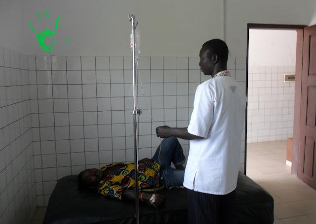 Cura malaria con flebo in Africa
