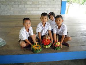 งานประดิษฐ์กระทงของนักเรียนโรงเรียนบ้านทุ่งกระถิน
