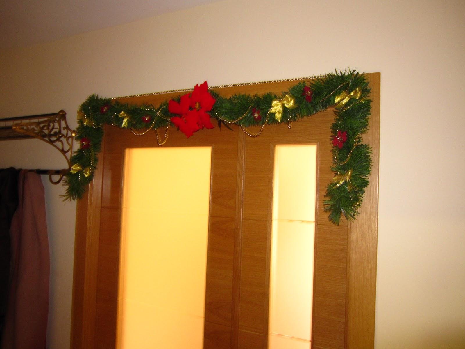 Cristina en casa decoraci n navide a para puertas y escaleras - Decoracion navidena puertas ...