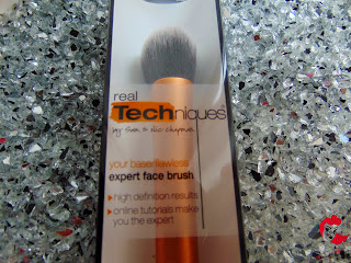 Real Techniques - Expert Face Brush - www.annitschkasblog.de