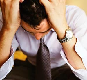 كيفية التخلص من ضعف الشخصية والتحول الى انسان واثق وناجح - رجل حزين تعيس نادم ندمان ضعيف غير واثق بنفسه