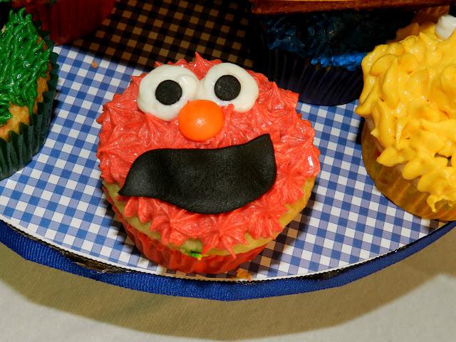 Sesame Street Twins Birthday: Elmo Cupcakes