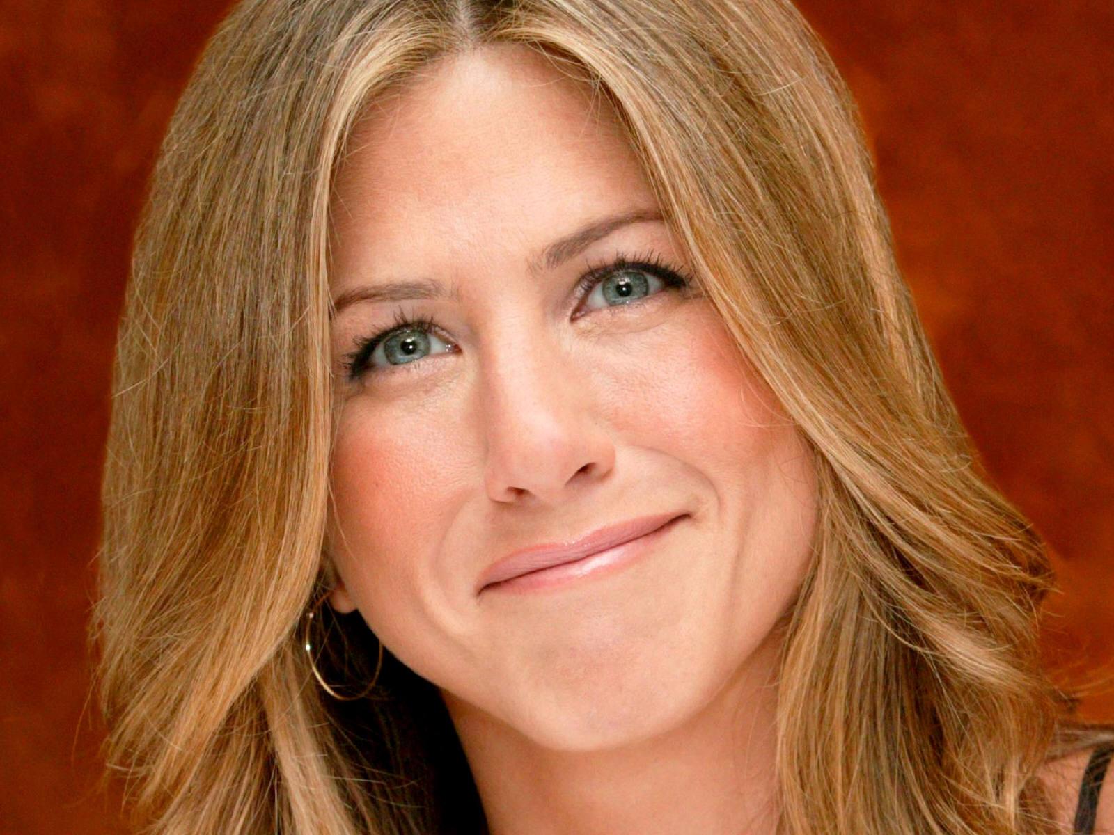 http://2.bp.blogspot.com/-eMlil6pihLE/ThL3xfHBdnI/AAAAAAAAB08/YENclVWgGo0/s1600/Jennifer_Aniston_wallpaper_12.jpg