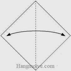 Bước 1: Gấp đôi tờ giấy theo chiều trái, phải để tạo nếp gấp.