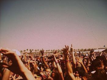 Subir el volumen de la música, bajar el de los problemas.
