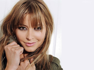 Holly Valance Beautiful Wallpaper
