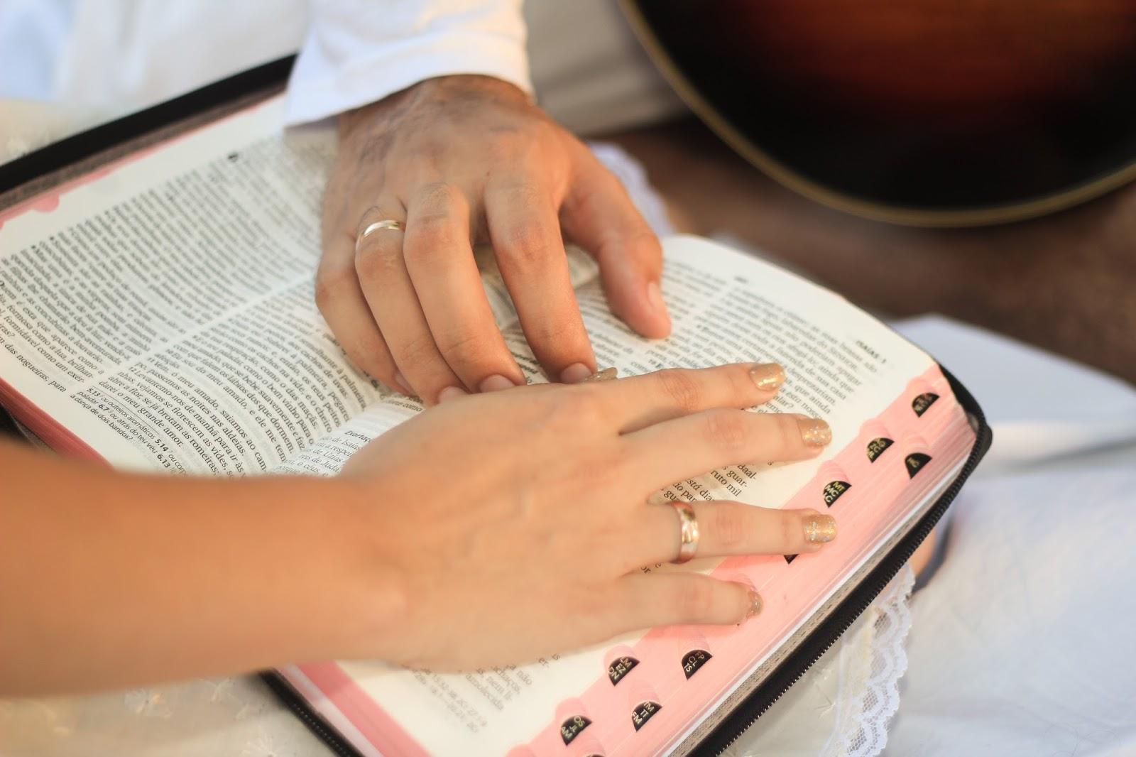 Matrimonio Leyendo La Biblia : Versículos da bíblia que lhe ajudarão a ter um
