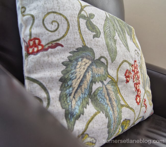 how to turn a placemat into an accent pillow