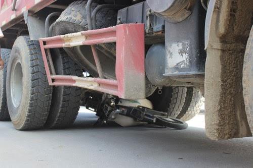 Xe tải tông xe máy, 1 người chết