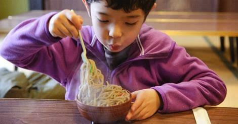 Ini Penjelasan Ilmiahnya Kenapa Tidak Boleh Tiup Makanan Panas