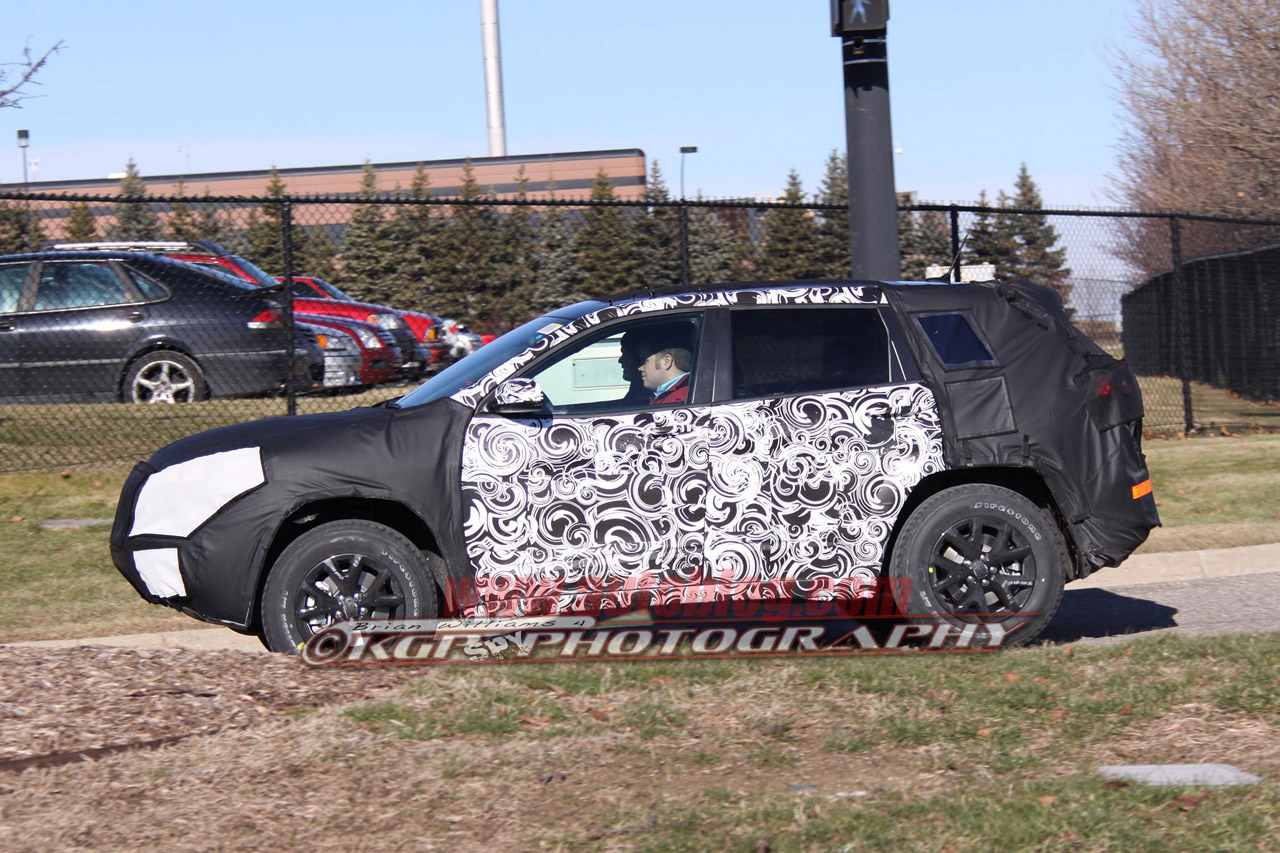 Jeep Liberty Replacement: Spy Shots Photos