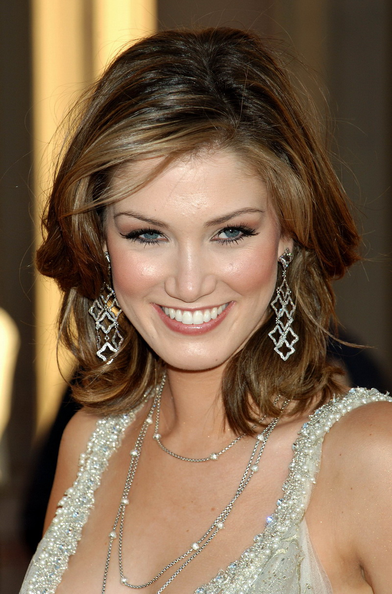 Delta Goodrem Hot Cleavage Sexy HQ Photos of Photoshoot