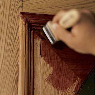 Como restaurar puertas de madera viejas o deterioradas - Como barnizar una puerta de madera ...
