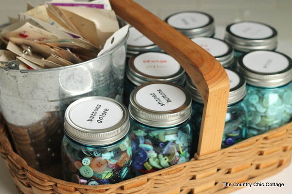 Organizing buttons with mason jars -- a great idea for organizing buttons or any craft supplies.