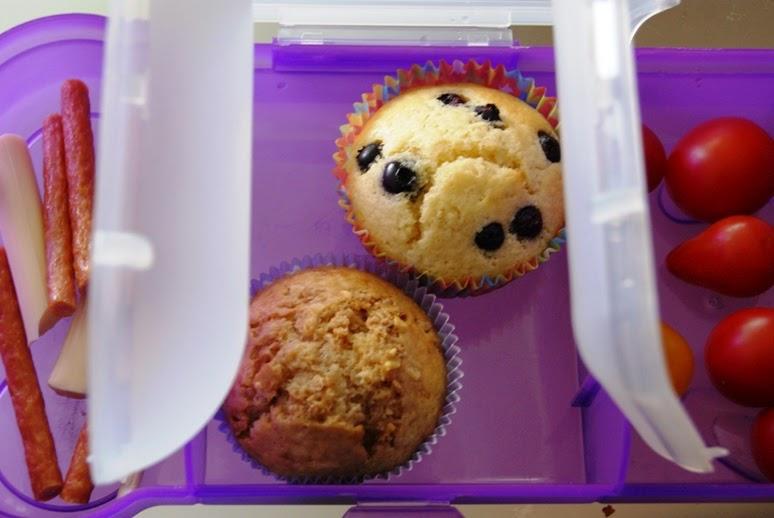muffiny z borówkami, II śniadanie do szkoły, lunch do pracy, pomysł na kinderball, przepis na babeczki