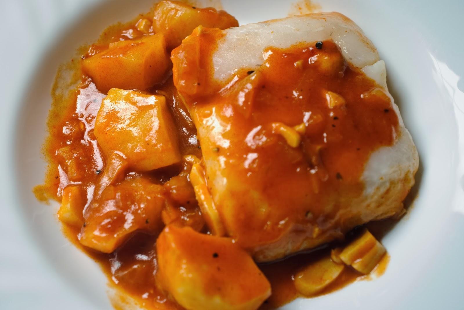 merluza con tomate; hake with tomato sauce
